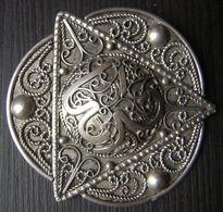 Superbe Broche Pendentif En Argent, Symbolique Triangle Et Trois Points Afrique Du Nord, Algérie Ou Maroc, à Dater... - Broches