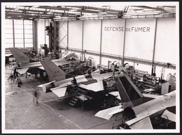 GRANDE PHOTO ORIGINALE S.A.B.C.A. - GOSSELIES - CHAINE D'ASSEMBLAGE F 16 - ASSEMBLING F 16 IN GOSSELIES ( Belgium ) - Luchtvaart