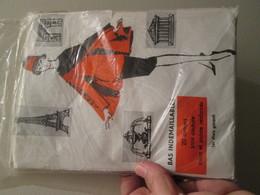 Paire De Bas Nylon Voile  VINTAGE Neuf Jamais Porté , INDEMAILLABLES  Couleur Chair  , Taille ? , Années 60 , 20D - Tights & Stockings