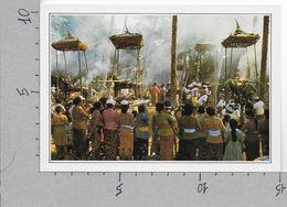 CARTOLINA NV DE AGOSTINI - INDONESIA - Bali - Una Cremazione - Vedute Dal Mondo - 10 X 15 - Indonesia