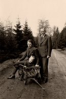 Photo Originale Remorque Enfant En Bois & Ballade Avec Les Parents En 1942 - Gegenstände