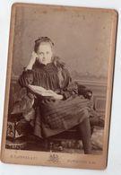 Royaume Uni UK  Photo Cabinet Jeune Demoiselle En Pleine Lecture , G.T Jones & Cie , Surbiton S.W - Photos