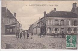 77 LA CHAPELLE La REINE Hôtel De L'Etoile , Façade Café Avec Bouchons En Genevrier , - La Chapelle La Reine