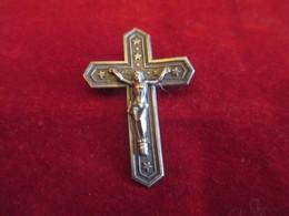 Croix Broche à épingle /métal Estampé /   Fin XIXéme Siécle       CAN740 - Religión & Esoterismo