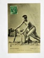 C.P.A. LAOS : La LUTTE LAOTIENNE, Quatrième Position, Timbre En 1908 - Laos
