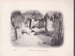 DAKAR. DAME NOIRE CHEZ ELLE.-SENEGAL-TBE-BLEUP ETHNIC WOMAN WORKING - Senegal