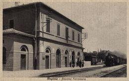 MAGIONE (PERUGIA)  - STAZIONE CON TRENO IN ARRIVO - FORMATO PICCOLO - Stazioni Con Treni