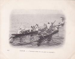DAKAR. YEUTENANT DONNE DES SOUS POUR SA CAMARADE.-SENEGAL-TBE-BLEUP ETHNIC PEOPLE BOAT - Senegal