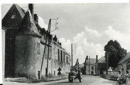 VARIZE - Le Vieux Château - Edition Combier -Mâcon- ( Légère Pliure Coin Droit , En Bas ) Voir Scann - Other Municipalities