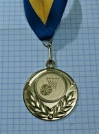 BASKETBALL GOLD MEDAL ~ MEDAILLE, INTERNATIONAL CHAMPIONSHIP /28gr - Sports