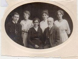 Photo De Famille Sur Support Carton  (102332) - Personnes Anonymes