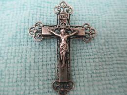 Insigne Religieux  /Croix Ouvragée / Crucifix / Bronze Nickelé /Broche/ Fin XIXéme Siécle       CAN656 - Religión & Esoterismo