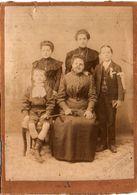 Photo De Famille (Communiant) Sur Support Carton- Photo De P. Miesienski - Avignon    (102334) - Personnes Anonymes
