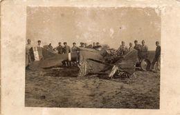 Photo Non Datée, Restes D'un Avion Abattu, Ailes En Toile,  (53.33) - Aviazione