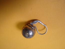 Bijoux. 216. Une Boucle D'oreilles  Ronde En Argent 925 - Ohrringe