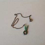 Bijoux. 178. Bracelet Avec Petit Pendentif En Forme De Fleur - Bracelets