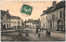 78 BEYNES - Place De La République - Beynes