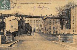 LE VIGAN - Avenue Jeanne D'Arc - La Sous-Préfecture (carte Toilée) - Frankrijk