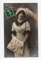 Jeune Femme Avec Manchon Et Bonnet à Plumes, Bonne Annee (18-379) - Mode