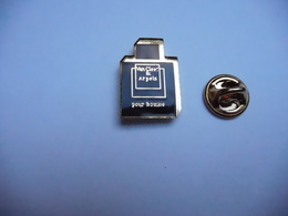 Superbe Pin's En EGF , Parfum Van Cleef & Arpels - Parfum