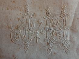 SERVIETTE  AncienNE MONOGRAMME JC  Belle Broderie (9978) - Handkerchiefs