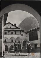 Scuol Schuls, Dorfpartie Mit Trachenmädchen - Photo: Feuerstein - GR Grisons