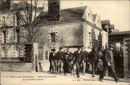 44 - ISSE - Laiterie Jouzel - Sortie Des Ouvriers - France