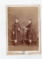 Photo Cabinet Portrait En Pied De 2 Soeurs , Leopold Dubois , Rue Magenta à Poitiers - Photos