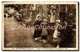 CPA Quimperlé Jeunes Finisteriennes En Costume De Fete - Quimperlé