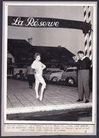 """"""" LINE RENAUD """" Vers 1960  Grande Photo DEVANT LA RESERVE A KNOKKE - Artiste - Cinéma Musique Chanson - Artistas"""