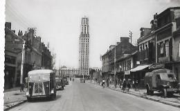 AMIENS - La Rue Jules Barni Et La Tour Perret - 63 - Cliché Lelong - Année 1955 Avec Véhicules D'époque TUB - Amiens