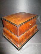 Ancien Petit Coffret Galbé à Tiroir Secret Bronze Et Plaquage De Noyer XIX ème - Furniture