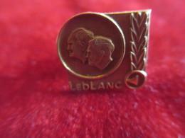 Musique/ Leblanc Corporation/Clarinette/Pin' Doré à L'or Fin 14 K/ /Années 1980-1990        PART264 - Altri Oggetti