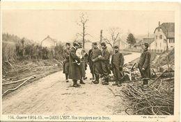 MILITAIRE .GUERRE 1914/15.- DANS L'EST . Nos Troupiers Sur Le Front . - France