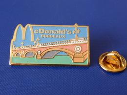 Pin's Mac Do - Mc Donald's - Bordeaux - France - Pont Fleuve Garonne (VB30) - McDonald's