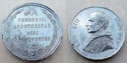 NM-384Imposante  Médaille Léo XIII Au Dos Gravé Périgrini  Apostolicae Sedi Obsequentes Métal Gris - Religion & Esotericism