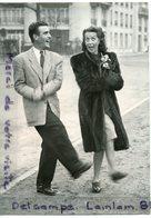- Photo De Presse - Original, Danielle DARRIEUX, Pierre LOUIS, Sur Les Boulevards De Paris, 27-02-1954, TBE, Scans. - Célébrités