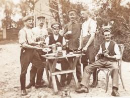 Groupe De Soldats Militaires En Train De Dejeuner Ancienne Carte Photo Annees 1920 - War, Military