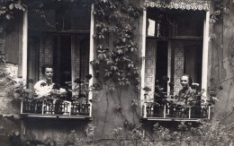 Allemagne 2 Femmes A La Fenetre D'une Maison Frida & Edith Ancienne Carte Photo 1924 - Photographs
