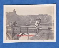 Photo Ancienne - LE TREPORT - 1929 - Portrait De Jeune Fille L'une Sur L'autre - Seine Maritime Normandie Enfant Soeur - Boats