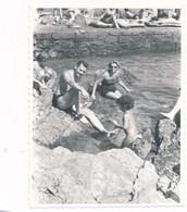 REAL PHOTO -   Family On Beach Swimsuit Woman Trunks Man And Kid , Femme Et Homme Et Enfant Sur La Plage, Old Photo - Personnes Anonymes