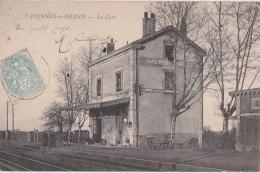 Bm - Cpa VARENNES Le GRAND - La Gare - France