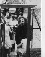 POLITIQUE  L 2  / JANVIER 1979  /  FOUILLE A L'ENTREEDU PAVILLON  DE KHOMEINI  CPM / CPSM  10 X 15 - Evènements