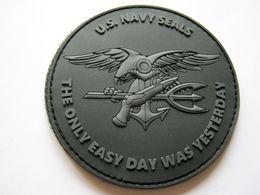 RARE INSIGNE TISSUS PATCH ARMEE AMERICAINE US NAVY SEALS (PVC) EN BV NOIR SUR VELCROS - Army