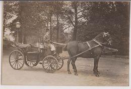 CARTE PHOTO : UN FIACRE TRACTE PAR UN CHEVAL - UN COCHER - ECRITE EN 1908 - 2 SCANS - - Taxis & Fiacres