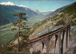 ! Eisenbahnzug Blauer Pfeil Der Lötschbergbahn Im Wallies, Schweiz, Valais, Fleche Bleue, Swiss Railway - Trains
