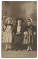 CPA Carte Photo Folklore De Bretagne - Trois Enfants En Costume Breton - 1928 - Voir Scan Quelques Imperfectins - Enfants