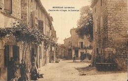 Berrias (Ardèche) Centre Du Village, La Fontaine - Edition L. Brunel - Carte Sépia Animée 1952 - France