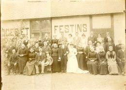 Photo D'un Mariage à Localiser - Toutes Les Femmes Ont Des Coiffes - Musicien Avec Un Violon - - Anciennes (Av. 1900)