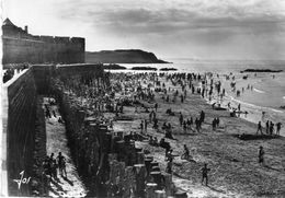 CPSM  -  SAINT - MALO  (35)  La Grande Plage Le Long De La Digue Au Soir D'été - Saint Malo